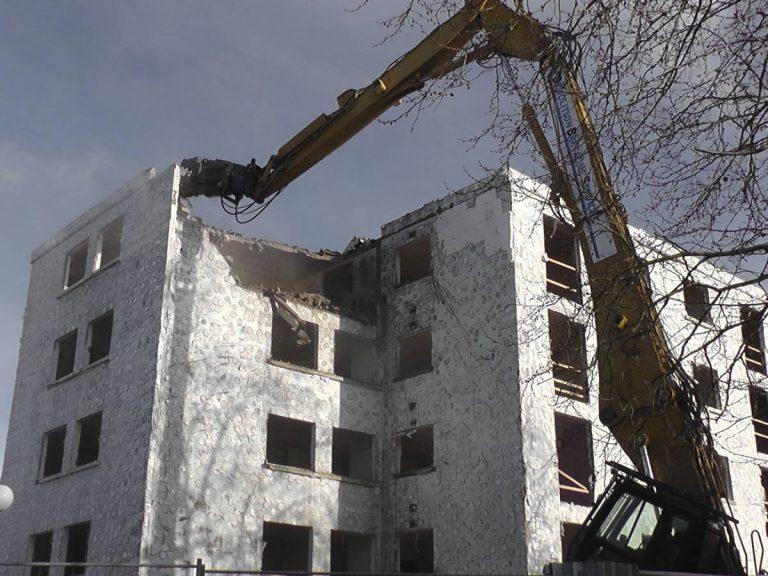 Broyeur-à-béton-sur-pelle-de-démolition-CATER-330-DL-1
