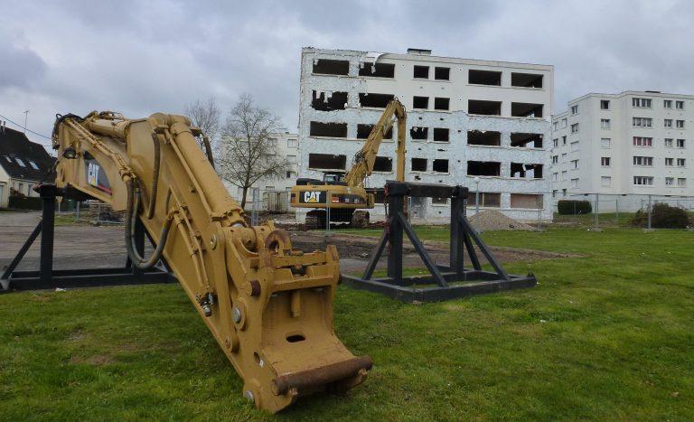 Bras de terrassement et pelle de démolition 330 DL chantier « Le Gumenen » AURAY